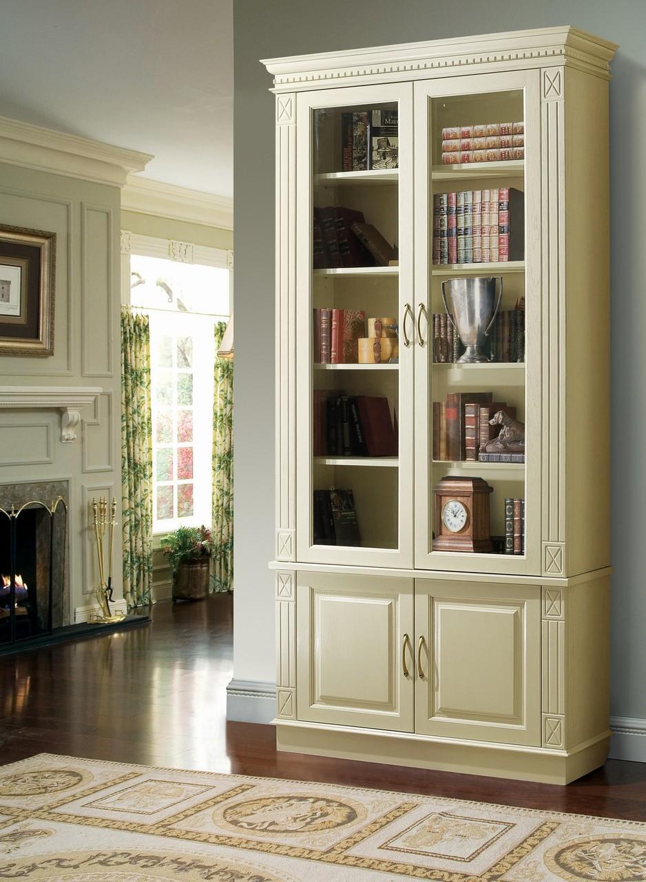 Книжные шкафы из светлого дерева с бронзовым стеклом фото.
